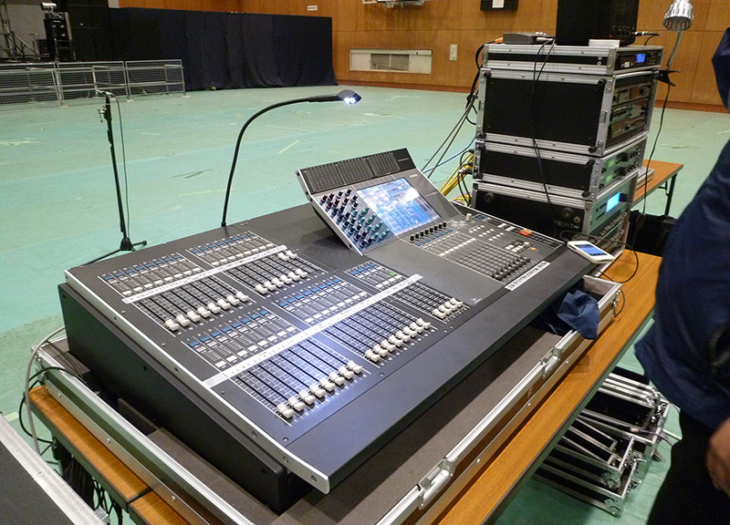 某学校音響機材設置
